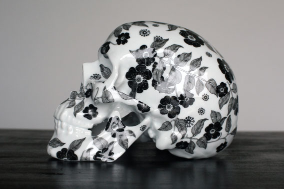 Fleurs Noires(黒い花)という名のリモージュ製スカル_a0077842_1381954.jpg