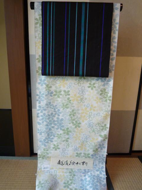 桜の絵がすり紬を帯を変えて楽しくコーディネイト。_f0181251_17371833.jpg