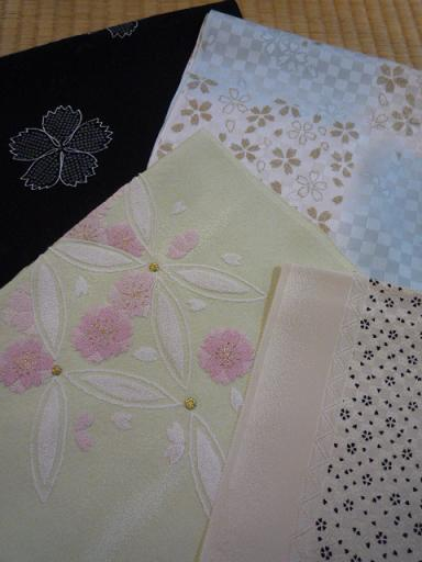桜の絵がすり紬を帯を変えて楽しくコーディネイト。_f0181251_17433026.jpg