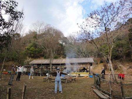 「バンブーハウス」竹屋根葺き替え作業ほぼ完了 in  孝子の森_c0108460_18161157.jpg