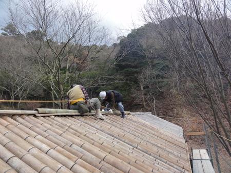 「バンブーハウス」竹屋根葺き替え作業ほぼ完了 in  孝子の森_c0108460_1817365.jpg