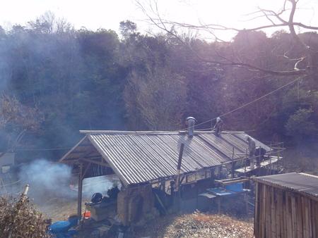 「バンブーハウス」竹屋根葺き替え作業ほぼ完了 in  孝子の森_c0108460_18251435.jpg