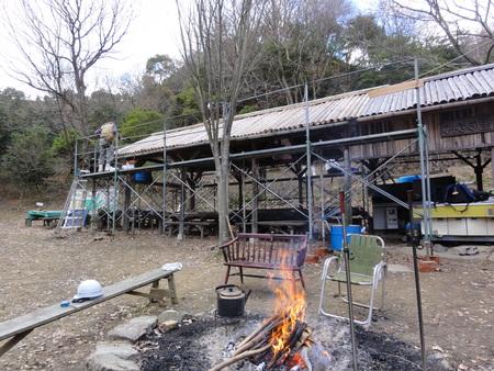 「バンブーハウス」竹屋根葺き替え作業ほぼ完了 in  孝子の森_c0108460_18282389.jpg