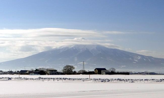 霧氷の朝、岩木山など_a0136293_1665451.jpg