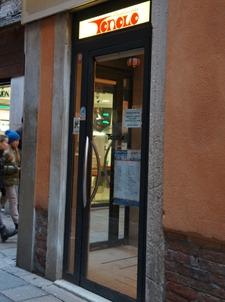 ヴェネツィアは水の街でもあります_f0106597_050486.jpg