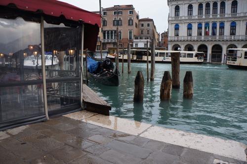 ヴェネツィアは水の街でもあります_f0106597_051203.jpg