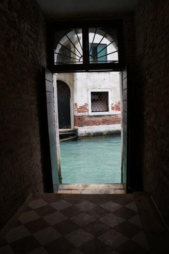 ヴェネツィアは水の街でもあります_f0106597_0533617.jpg