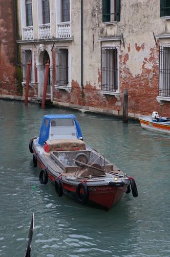 ヴェネツィアは水の街でもあります_f0106597_053816.jpg