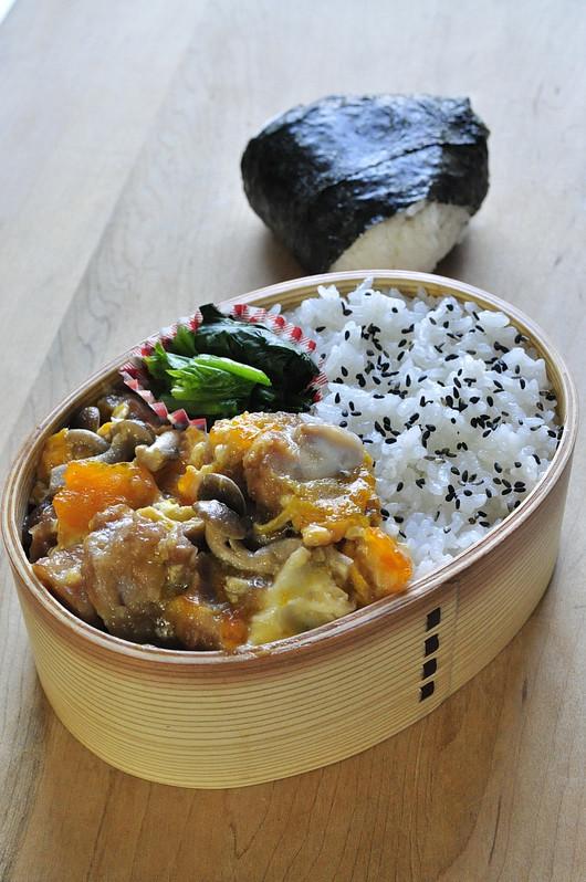 親子丼弁当_b0171098_8105920.jpg