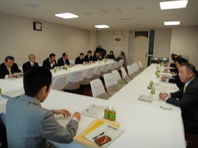 農林政務官室にて長島代議士と_f0019487_7294180.jpg