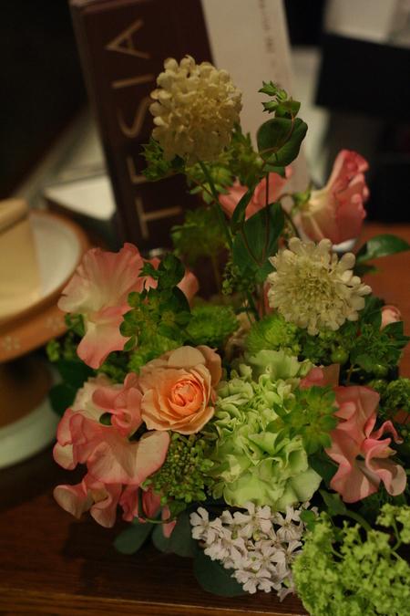 ウエディングパーティの装花 シェアできるメインテーブル装花 コルテージア様へ_a0042928_2014944.jpg