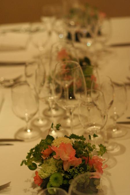ウエディングパーティの装花 シェアできるメインテーブル装花 コルテージア様へ_a0042928_2021237.jpg