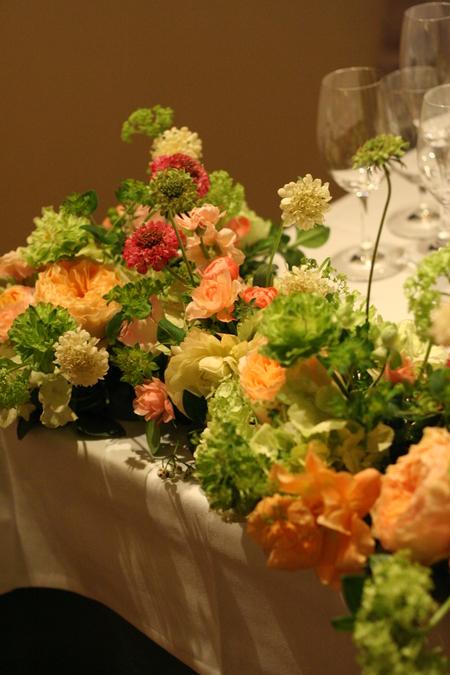 ウエディングパーティの装花 シェアできるメインテーブル装花 コルテージア様へ_a0042928_2022779.jpg