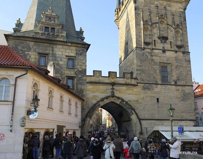 プラハ 7   カレル橋はいつも満員!_a0092659_0463674.jpg