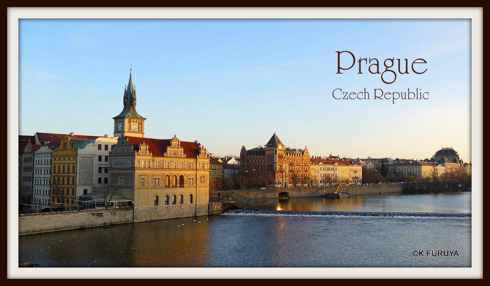 プラハ 7   カレル橋はいつも満員!_a0092659_17524451.jpg