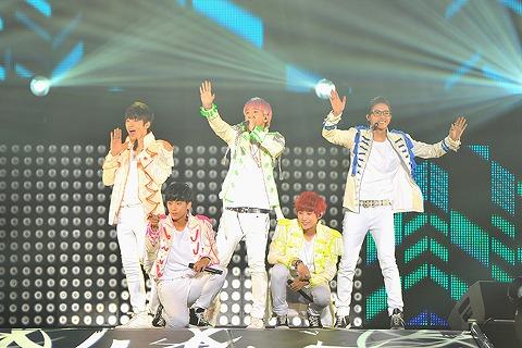 B1A4  日本1stコンサート、1万人のファンの熱い声援を受けスタート_e0197970_16154783.jpg
