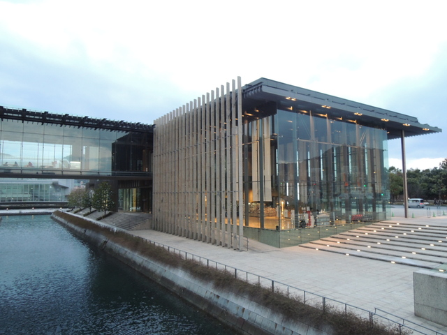 長崎県美術館と出島_c0213220_2050920.jpg
