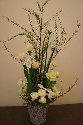 白いお花で春のアレンジ_f0155431_2241934.jpg