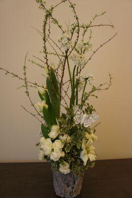 白いお花で春のアレンジ_f0155431_2244433.jpg