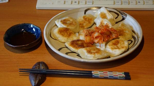 お昼は餃子_e0166355_11351542.jpg