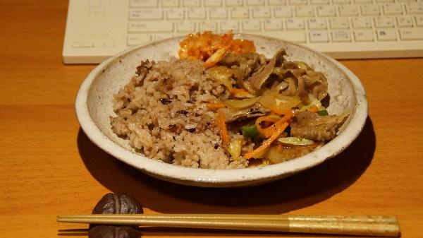 夕飯は豚肉の野菜炒め_e0166355_19461525.jpg
