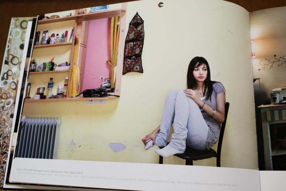 Rania Matar 「A Girl and her Room」_c0016177_1627381.jpg