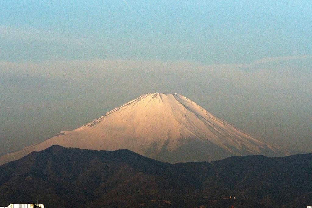 今日はこれ一枚だけ/今日のMF/今朝の月と富士のコラボ_b0024798_17153634.jpg