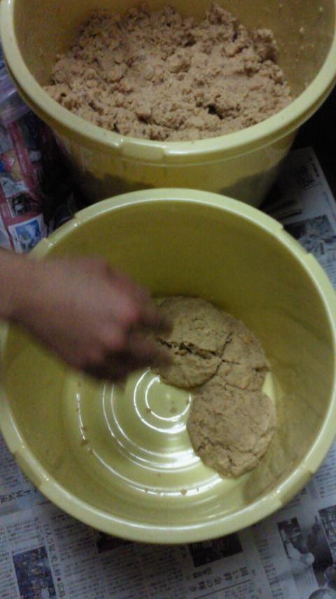 味噌作り☆とっても美味しそうな絵本「きょうのごはん」_e0160269_6455080.jpg