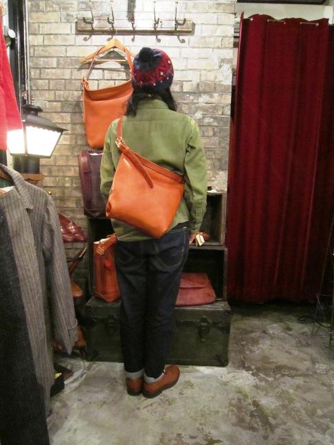 "SLOW \""bono (Wrap Shoulder Bag)\"" ご紹介_f0191324_959348.jpg"
