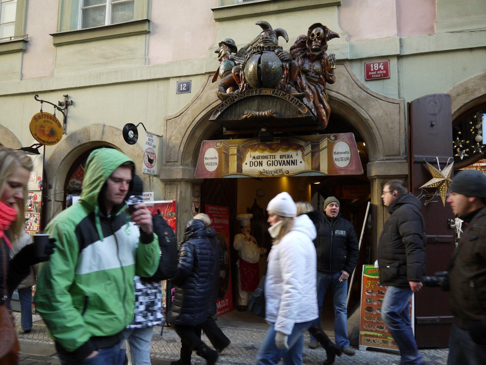 プラハ 8 カレル橋から旧市街へ_a0092659_1723867.jpg