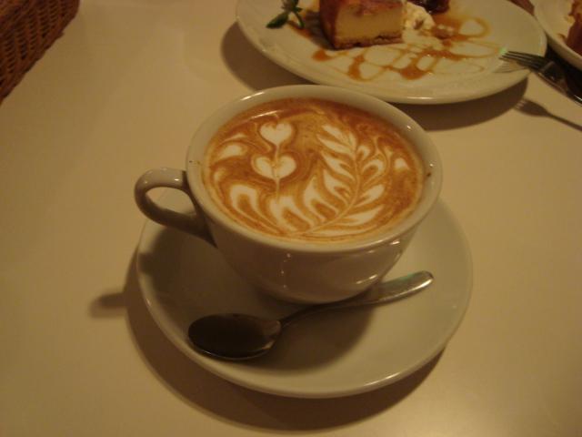 荻窪「カフェ ストラーダ」へ行く。_f0232060_3412386.jpg