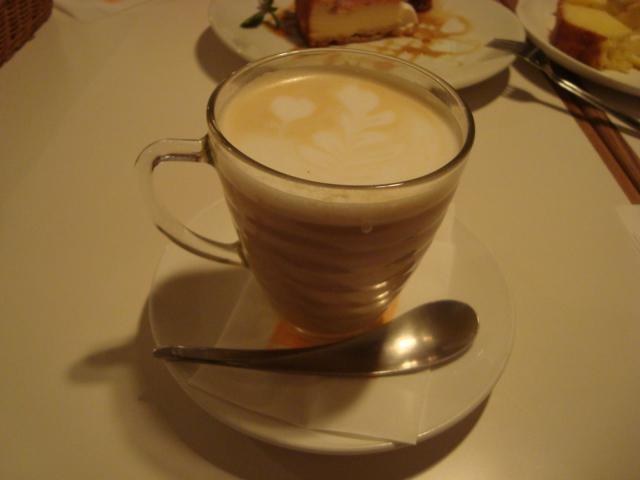 荻窪「カフェ ストラーダ」へ行く。_f0232060_342381.jpg