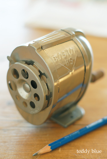 old boston pencil sharpener  昔のボストンの鉛筆削り_e0253364_18482446.jpg