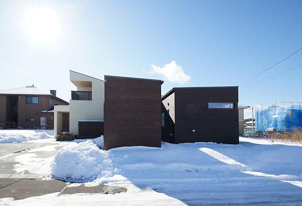 雪景色の竣工写真 〜昼間外観編_f0098628_17433969.jpg