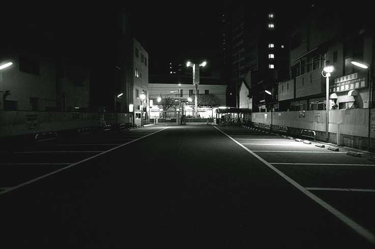 「オモクロ写真 その始終位置」_b0057679_992577.jpg