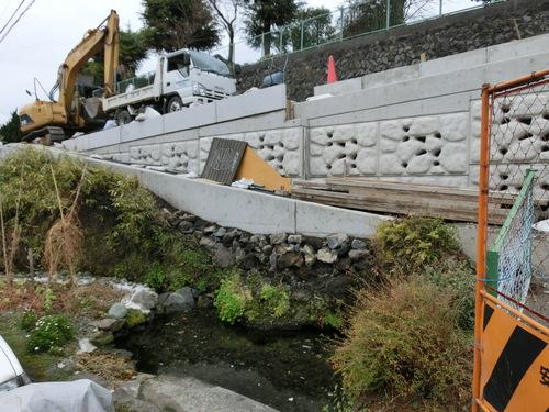 順調に進む今泉まちづくりセンター東側道路の拡幅工事_f0141310_749387.jpg
