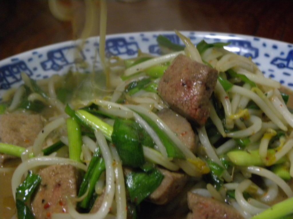 酸味の出た白菜キムチで美味しい納豆スープ_c0162773_1525158.jpg