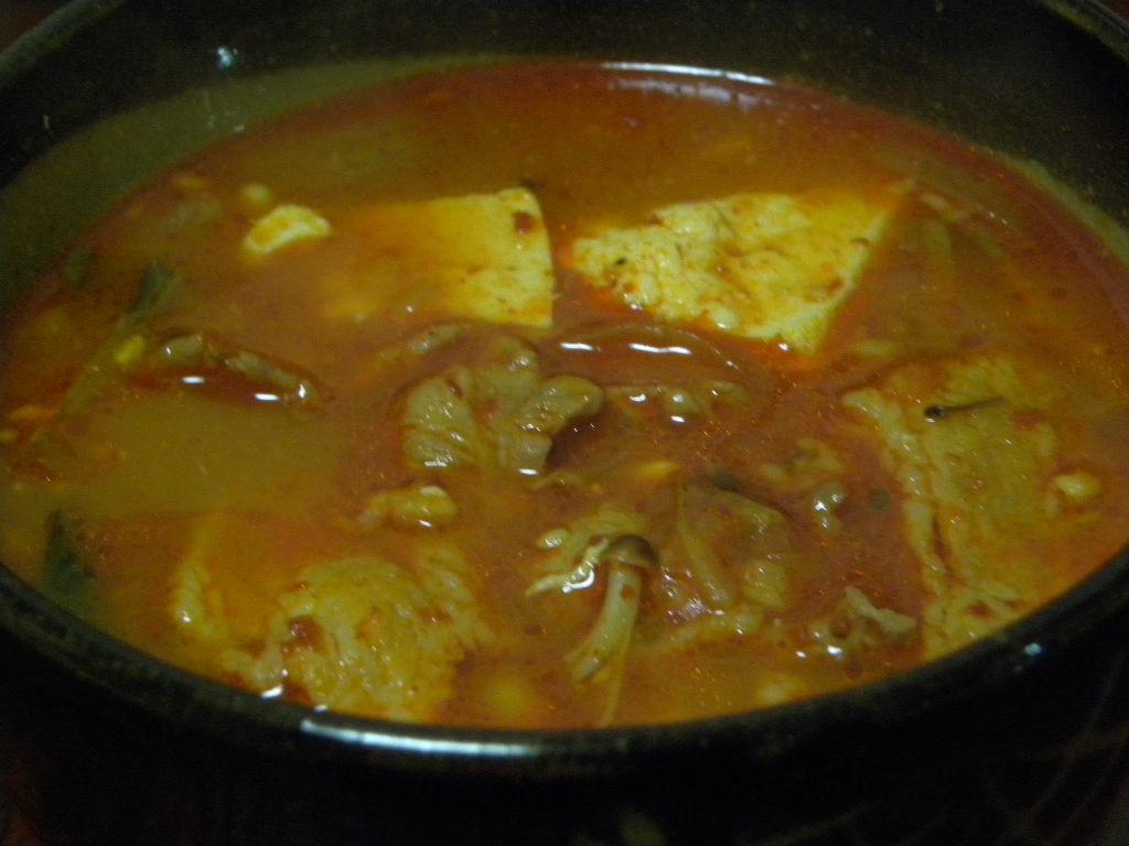 酸味の出た白菜キムチで美味しい納豆スープ_c0162773_157138.jpg