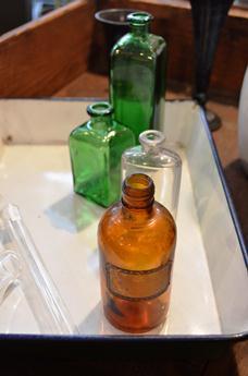 古い小瓶 仲間入り_d0263815_175110.jpg