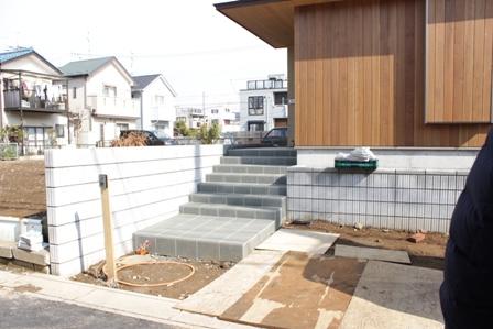 長期優良&そよ風「市川の家」植栽と割栗石を使ったアプローチ_f0170331_2214373.jpg
