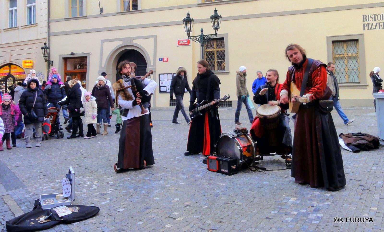 プラハ 10 旧市街広場のパフォーマー_a0092659_2134211.jpg