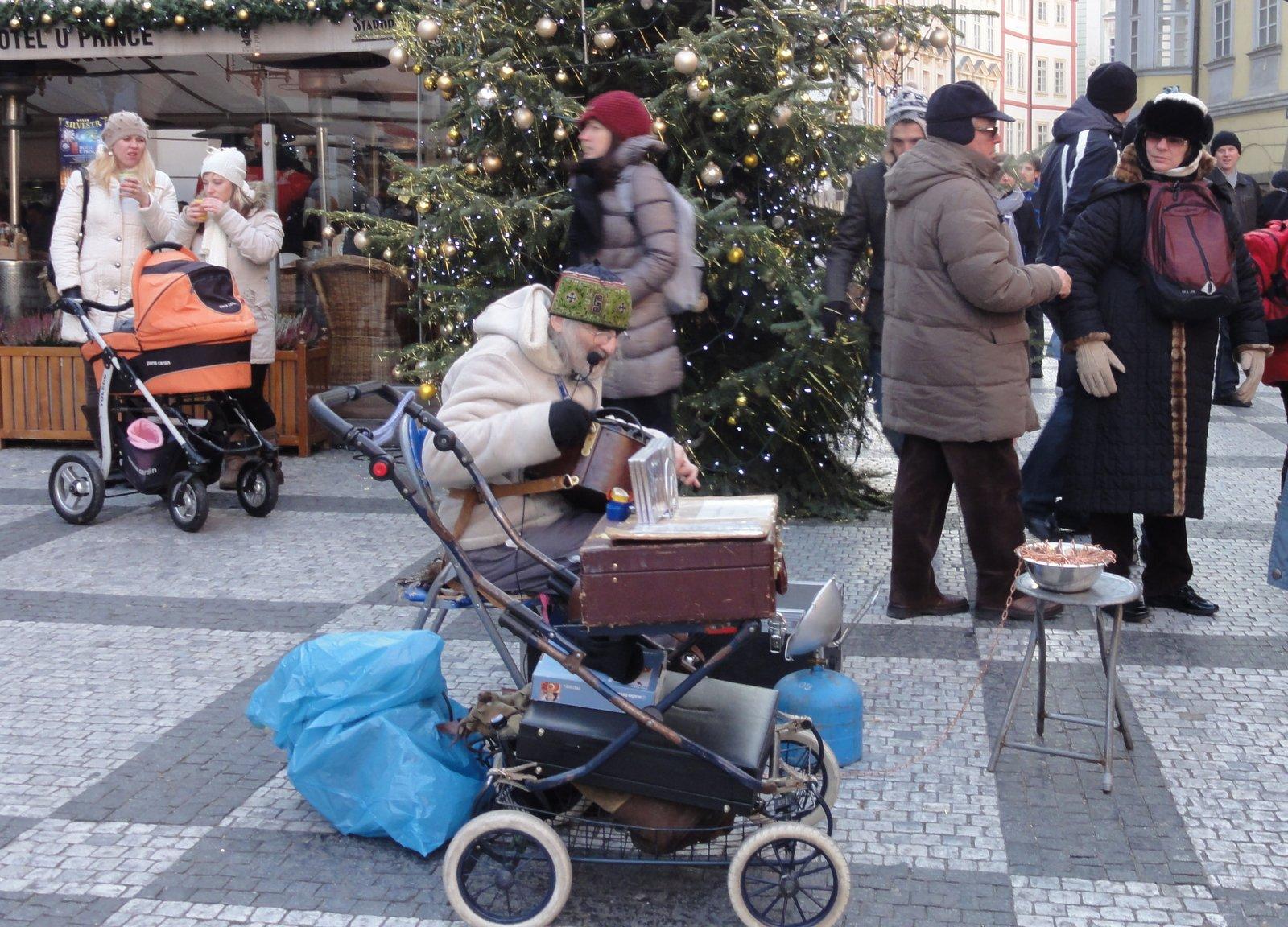 プラハ 10 旧市街広場のパフォーマー_a0092659_2211765.jpg