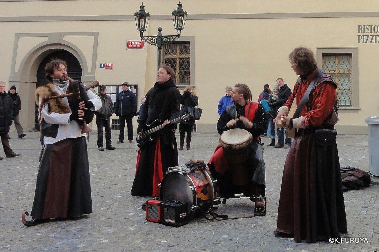 プラハ 10 旧市街広場のパフォーマー_a0092659_2254526.jpg