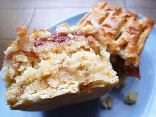 【菓子パン】しっとり いちごのケーキ@ヤマザキ_c0152767_22193097.jpg