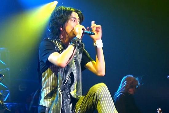 元FANATIC◇CRISISの石月努、渋公ワンマンで「生涯音楽活動も続けていく」と宣言_e0197970_011447.jpg