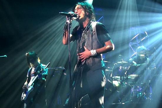 元FANATIC◇CRISISの石月努、渋公ワンマンで「生涯音楽活動も続けていく」と宣言_e0197970_012063.jpg
