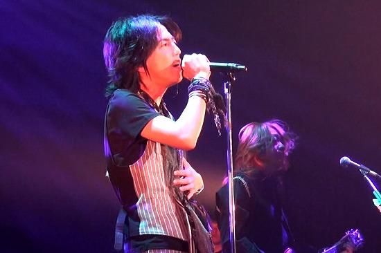 元FANATIC◇CRISISの石月努、渋公ワンマンで「生涯音楽活動も続けていく」と宣言_e0197970_012658.jpg