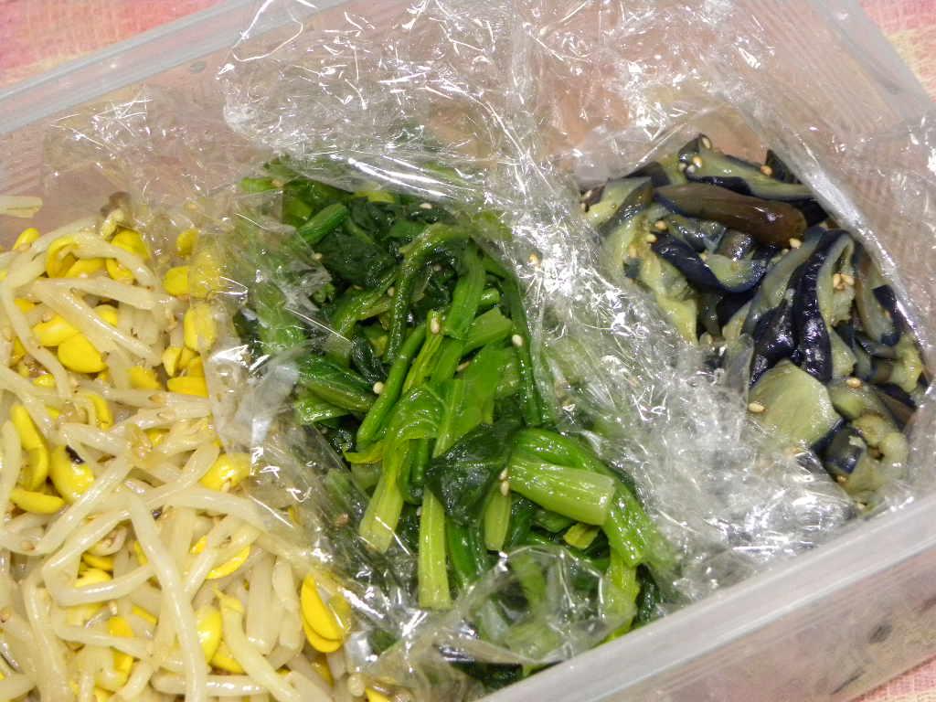豆もやしのナムルを作ったらビビンバが食べたいな・・・。_c0162773_1219298.jpg