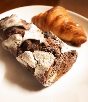 DSで母への土産パン、私への土産パン。_e0197587_0484297.jpg
