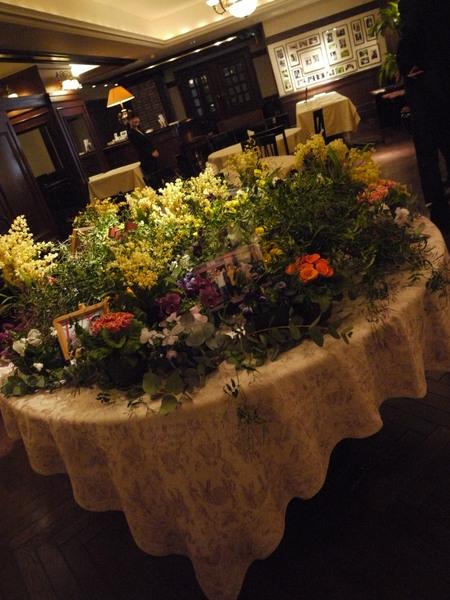 写真を飾るテーブル シェ松尾青山サロン様へ_a0042928_17194394.jpg